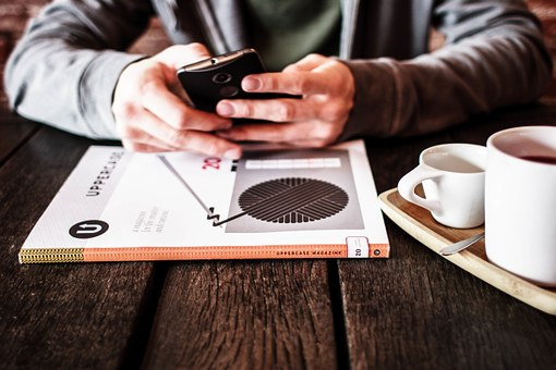 2年縛りの携帯解約の違約金が上限1,000円に。他社への乗り換えがしやすくなる